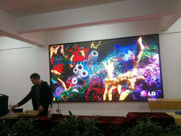 P2 Small Pitch RGB Indoor LED Display SMD 1/32 Scanning High Brightness For Shopping Mall